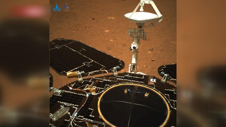 """""""祝融号""""火星车拍摄影像来了"""