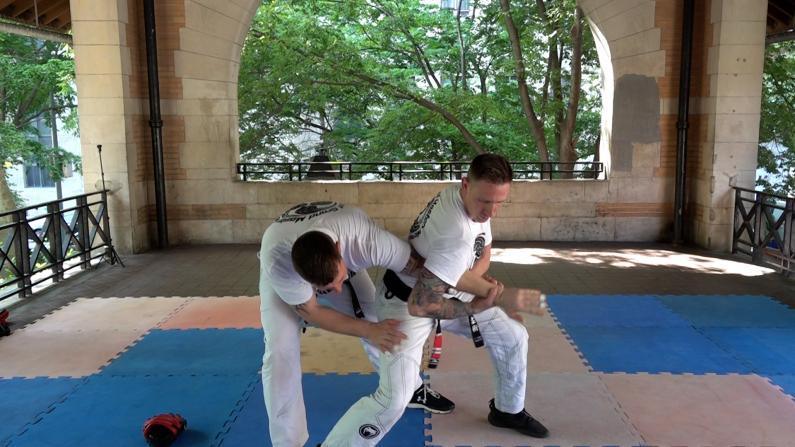 防身术,学起来!纽约市警请巴西柔术教练亲授自卫技能