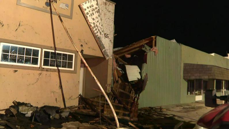 多场龙卷风突袭堪萨斯 百余座房屋受损