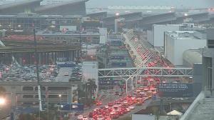 国殇日长周末第一天:机场海滩拥挤 人流大幅增加
