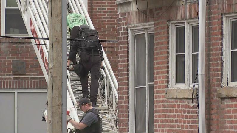 特拉华三警员公寓出警遭枪击 清晨搭消防云梯救人