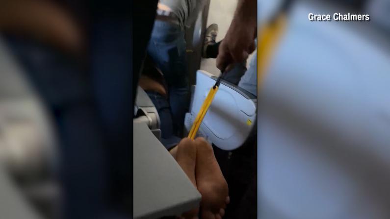 试图硬闯驾驶舱被按倒拖走 达美航空再遇乘客闹事迫降