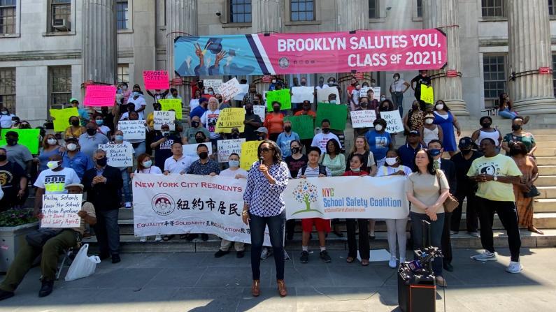 纽约市公校校警转归教育局管理?多组织抗议:无法保护学生安全