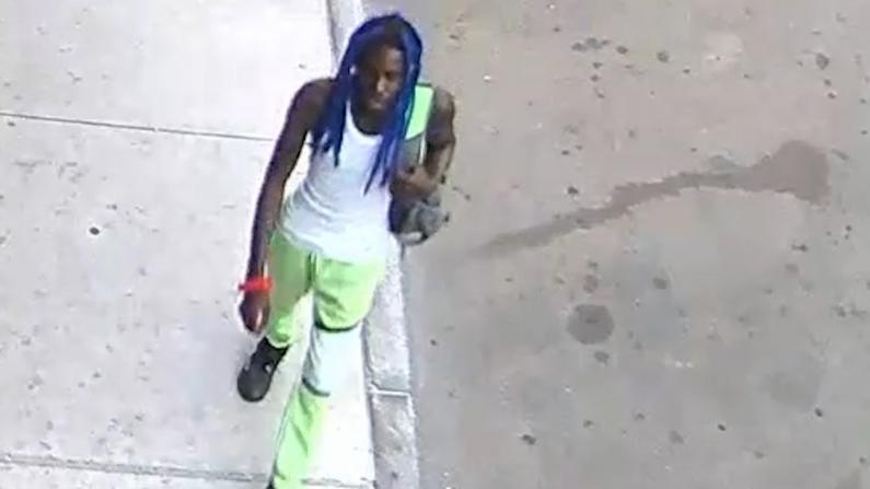 亚裔男子纽约曼哈顿无故遇袭 警方通缉嫌犯