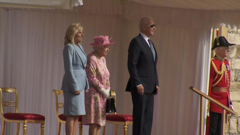 """戴""""抢镜""""墨镜问候英女王 拜登:她是非常慷慨的人"""