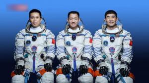 """""""神十二""""航天员:有幸开跑空间站飞天""""第一棒"""" 将迎接一切挑战"""