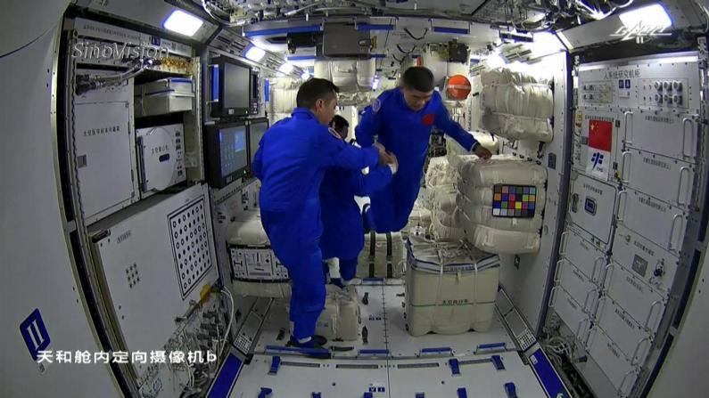 3分钟回看神州十二号航天员进驻天和核心舱过程