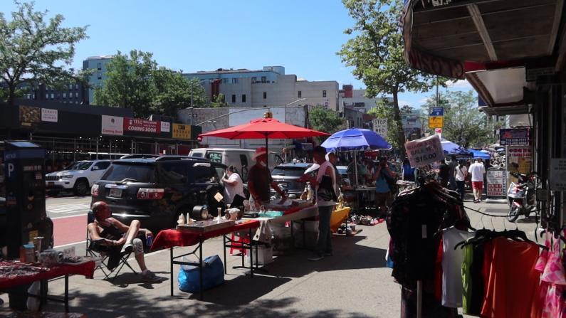 小摊贩挤占街道、治安恶化怎么办?纽约法拉盛市议员参选人王能提主张