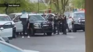 【现场】随机开枪致1死12伤 凤凰城枪案嫌犯被捕
