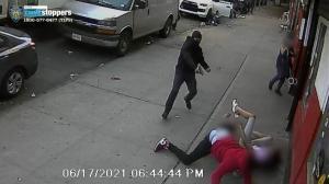 纽约街头再爆令人发指罪案!孩子四散奔逃,他熟视无睹径自开枪