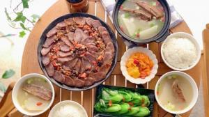 【一家四口的餐桌】浓浓川味家乡味:腊味合蒸+白萝卜炖腊排骨