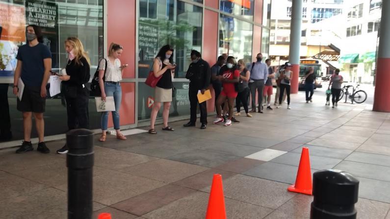 【实拍】芝加哥市中心DMV驾照更新点大排长龙