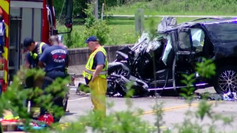 惨烈!南卡一辆公交巴士与SUV相撞 3人死