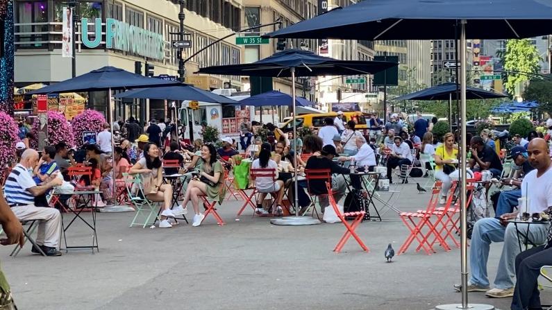 纽约解封后第一个周末:曼哈顿回归不夜城 餐馆火到难关店门