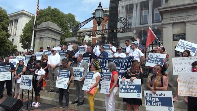 波士顿网约车司机州府抗议集会 要求公司给予司机员工待遇