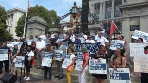麻州网约车司机抗议集会 要求公司给予司机员工待遇