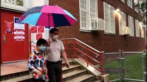 纽约市初选日遇大雨 参选人忧投票率受影响