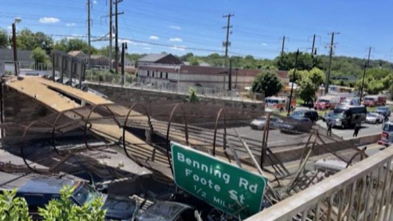 华盛顿特区跨公路人行桥坍塌 五人送医