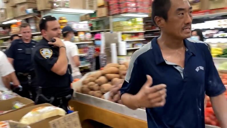 纽约华人超市被盗 警察当面放走小偷?警方:嫌犯已被控罪