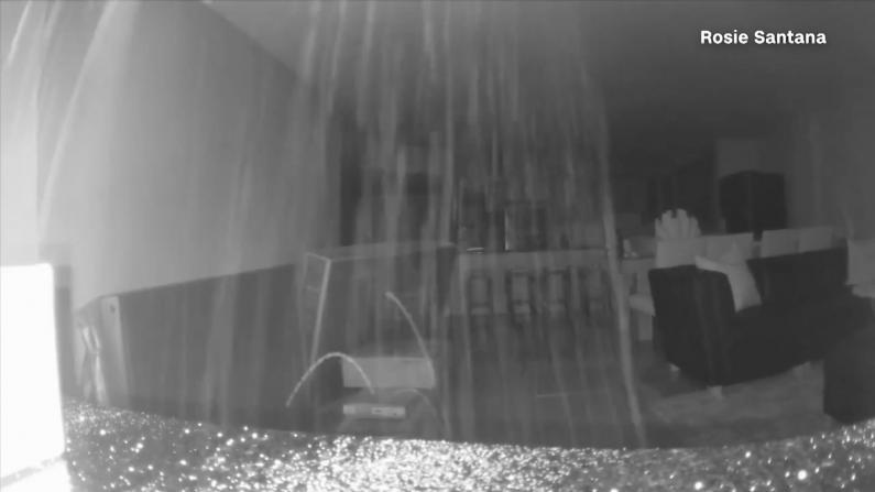 佛州塌楼搜救现场残垣断壁烟雾弥漫 摄像头记录倒塌前惊人画面