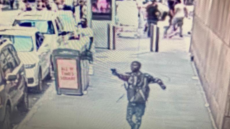 纽约时报广场又爆枪击案 附近华人摊主:拿命在经营