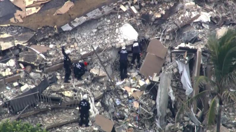 """痛苦、焦心、煎熬 迈阿密公寓塌方失踪者家属仍在等待""""奇迹"""""""