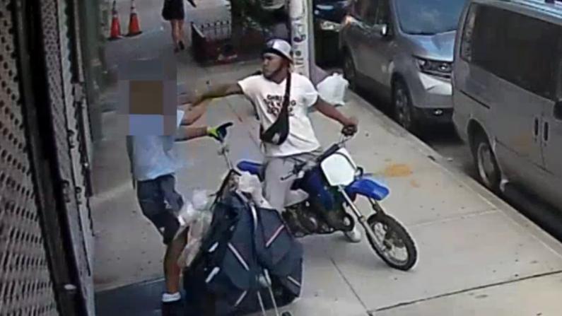 【现场】纽约邮差莫名遭暴揍 警寻骑摩托神秘男