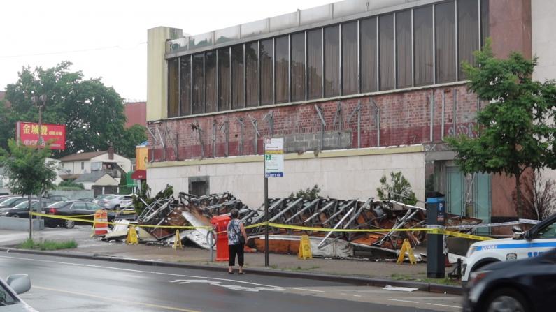 纽约法拉盛餐厅外墙倒塌 73岁华裔老人头部受伤