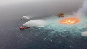 宛如地狱之眼 墨西哥湾水下管道泄漏引发海面大火