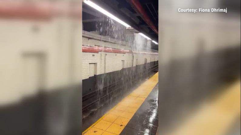 """强雷暴侵袭 洪水涌入纽约地铁站宛如""""水帘洞"""""""