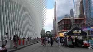 疫情影响纽约世贸中心美食节摊位缩水 游客缓步回升