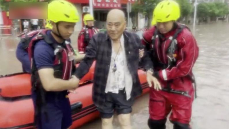 中国多地暴雨洪水 消防紧急排险救援