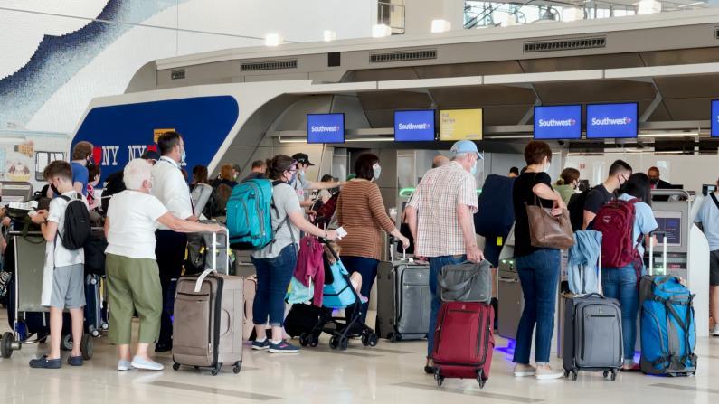 纽约全面复苏却遇航空公司人手紧缺?实地探访拉瓜迪亚机场