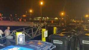 波士顿港一船只发生事故8人落水 1人失踪后被发现死亡