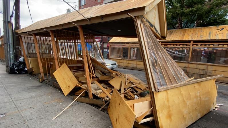 酒驾逆行车辆撞塌户外就餐设施 纽约法拉盛餐馆损失不小