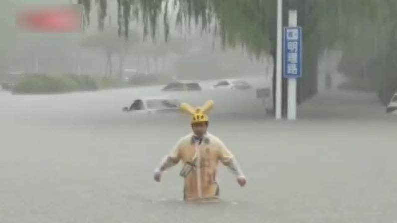 河南多地大暴雨 少林寺停电 外卖小哥蹚及腰洪水