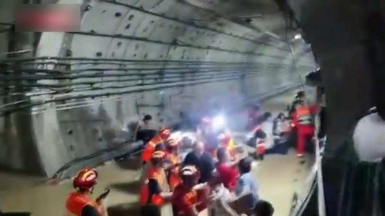【现场】郑州强降雨地铁五号线被淹 部分乘客已获救