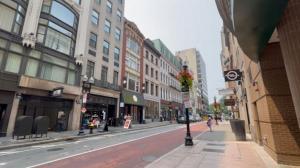 波士顿市中心发生亚裔被袭事件 受害者口罩被无端扯下