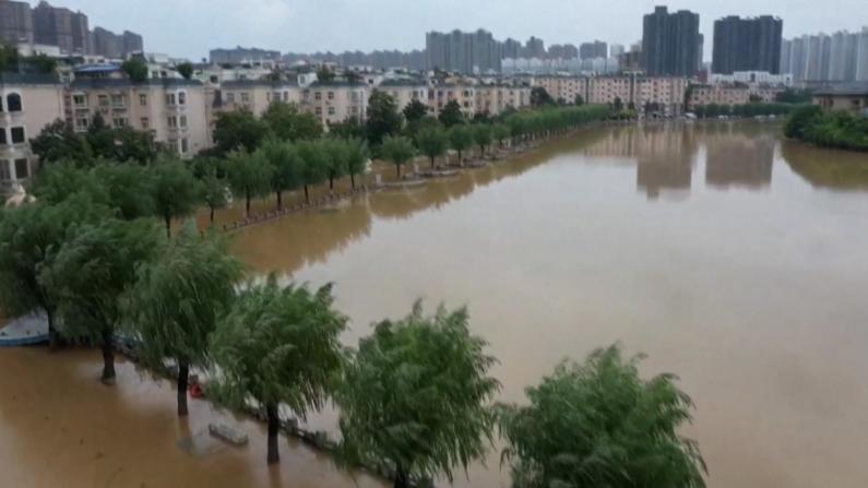 【现场】航拍暴雨过后的郑州市区