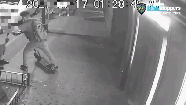 男子纽约皇后区硬抢电动滑板车 刀刺受害者胸颈