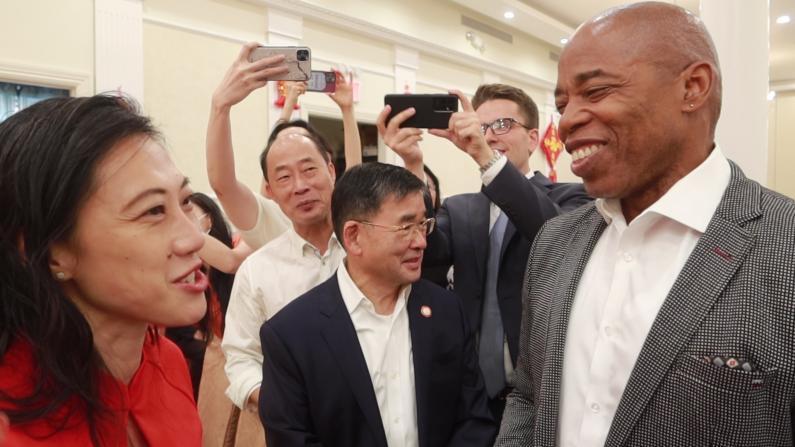 黄敏仪20选区市议员初选获胜 纽约市长候选人亚当斯到场祝贺