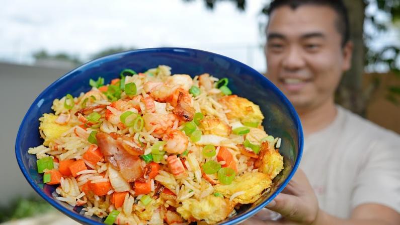 【佳萌小厨房】空气炸锅龙虾培根炒饭,比饭馆做的还要好吃!