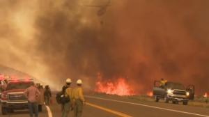 """两州边界野火失控 林务局最初认定""""无威胁""""任由其燃烧"""