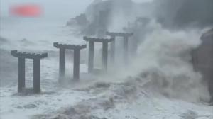 """台风""""烟花""""登陆浙江舟山 隔屏感受它的威力"""
