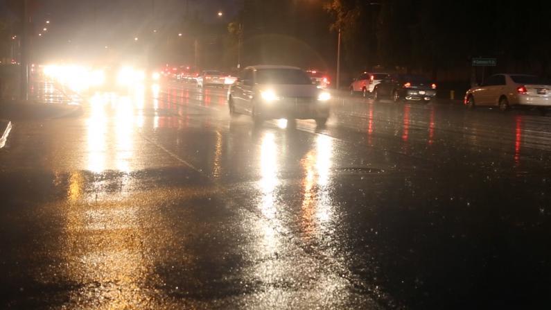 罕见!洛杉矶7月下大雨