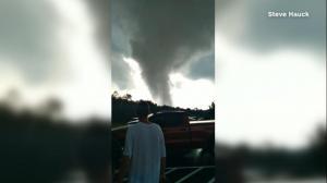 【现场】遮天蔽日 多起龙卷风侵袭宾州新州