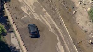 科州暴雨引发泥石流 百人被困隧道、高速一整晚