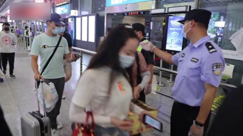 上海各火车站疫情防控升级 抵沪旅客均需查验健康码