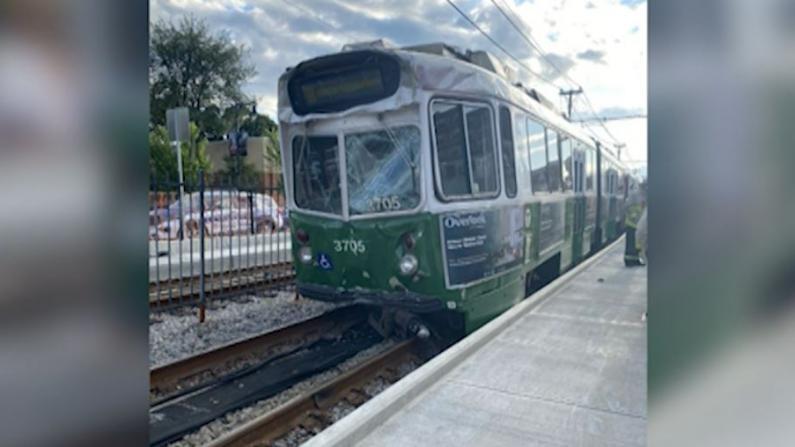 波士顿地铁追尾事故中一列车超速行驶 事发地铁站仍关闭
