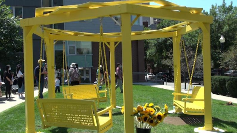 波士顿华埠新公共艺术装置揭幕 秋千承载华埠记忆
